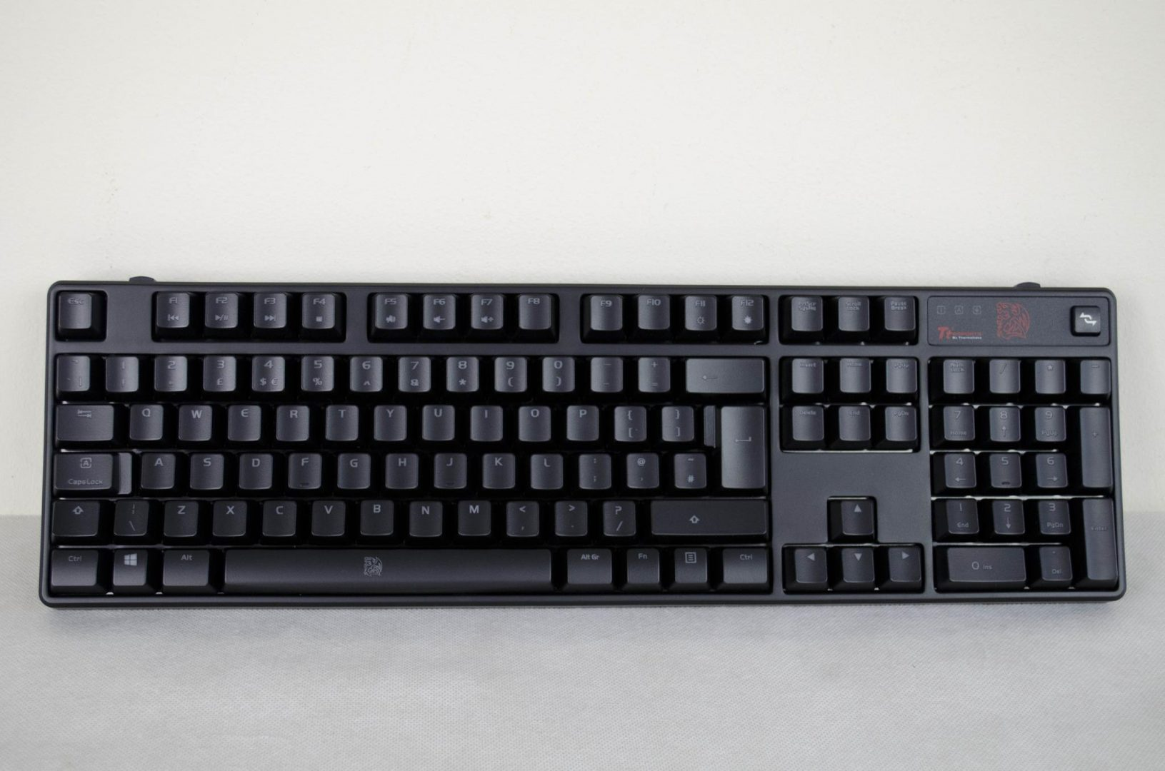 Tt eSPORTS POSEIDON Z Mechanical keyboard with brown switches_10