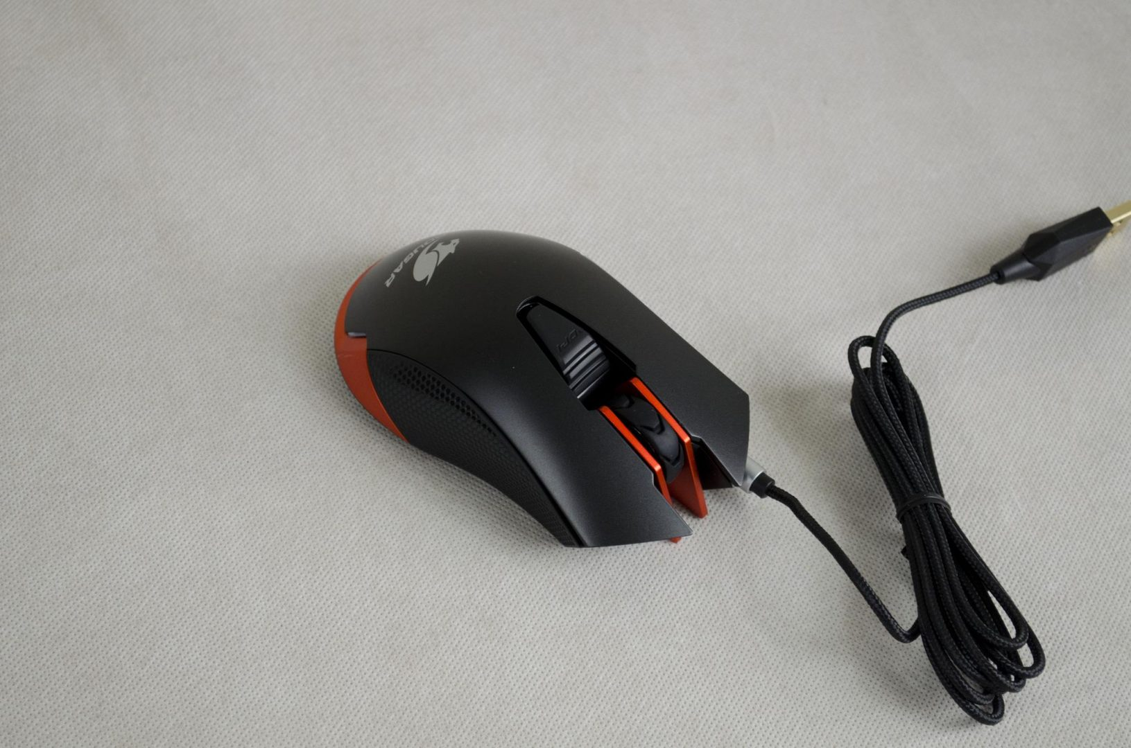 Cougar 550M Gaming Mouse Review_10