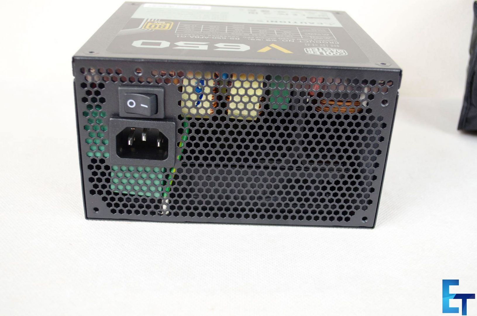 Cooler-Master-V650-Fully-Modular-PSU_8