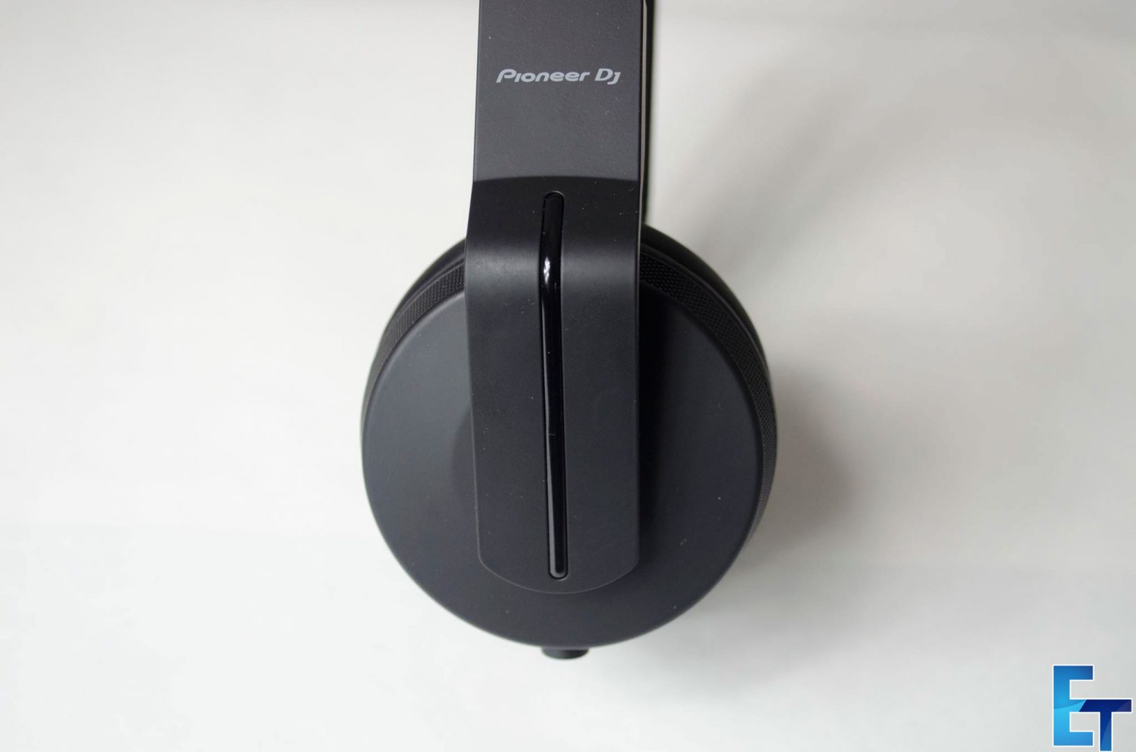 Pioneer-HDJ-700-Headphones-Review_3