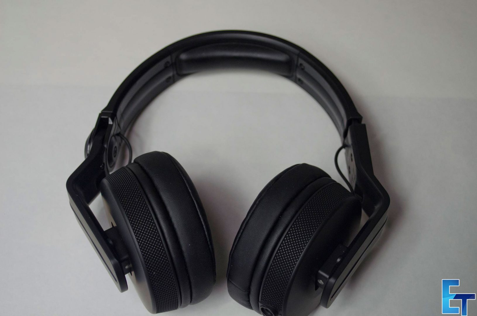 Pioneer-HDJ-700-Headphones-Review_7