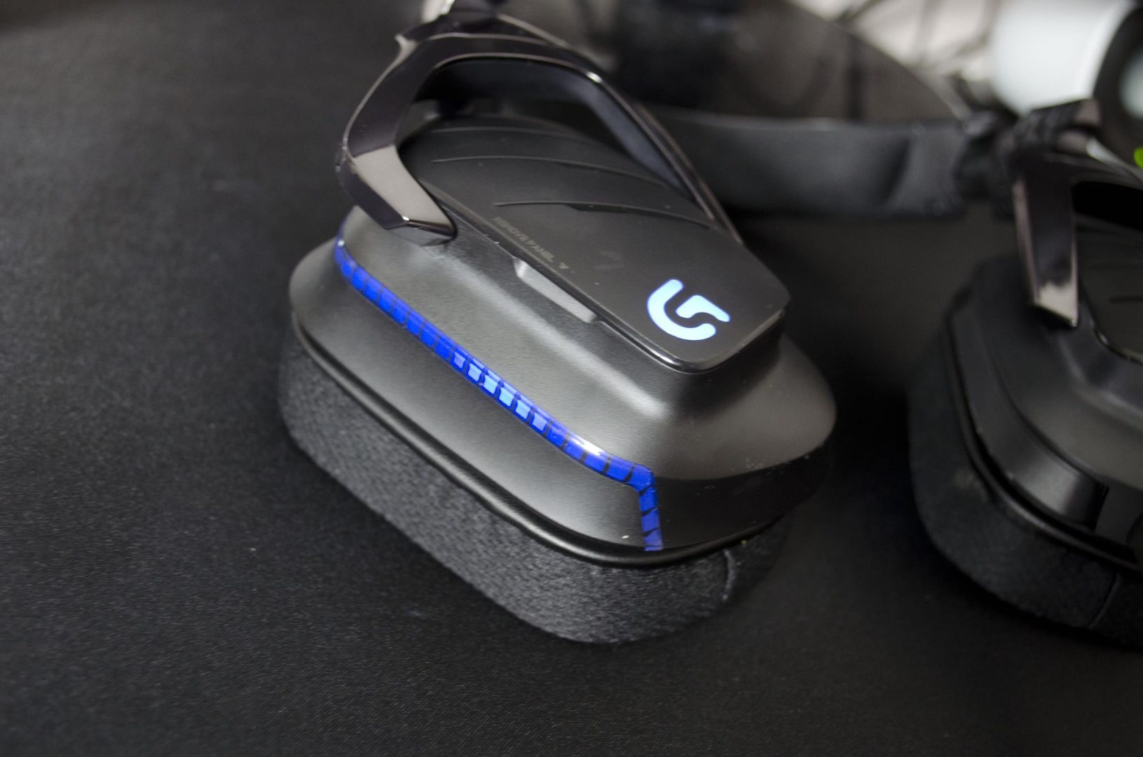 Logitech G633 artemis spectrum rgb 7.1 surround gaming headset review_156