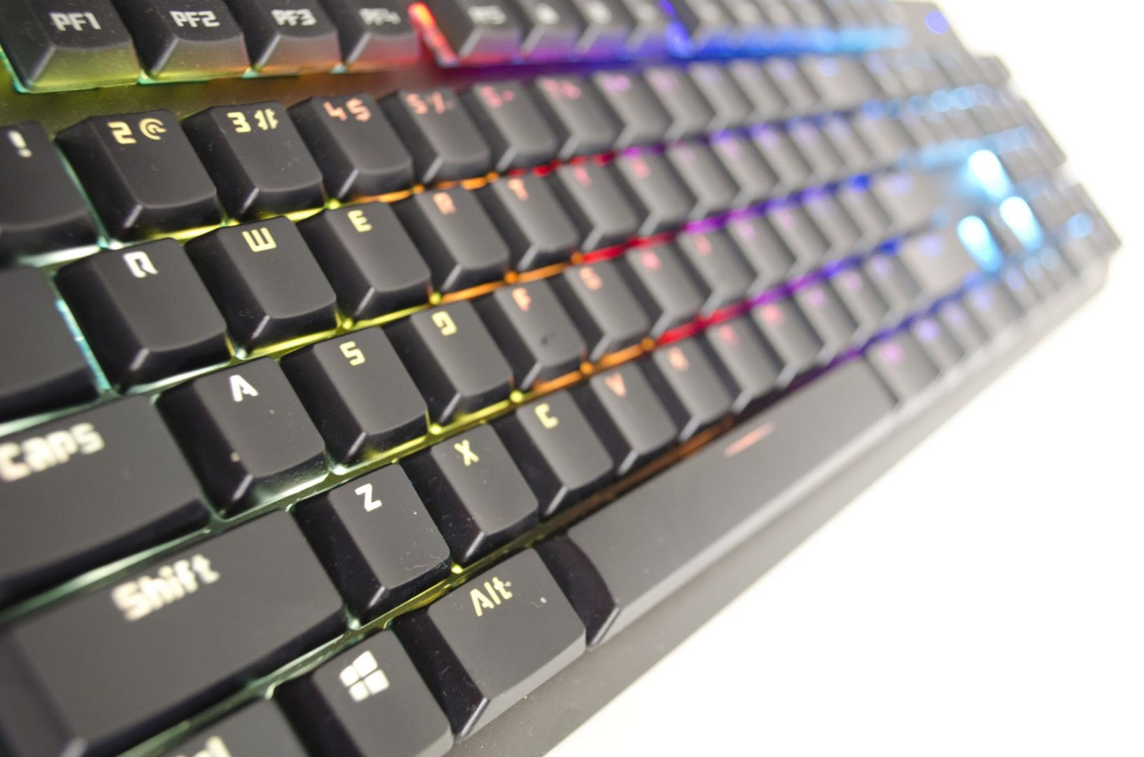 tesoro-gram-spectrum-rgm-gaming-mechanical-keyboard-review