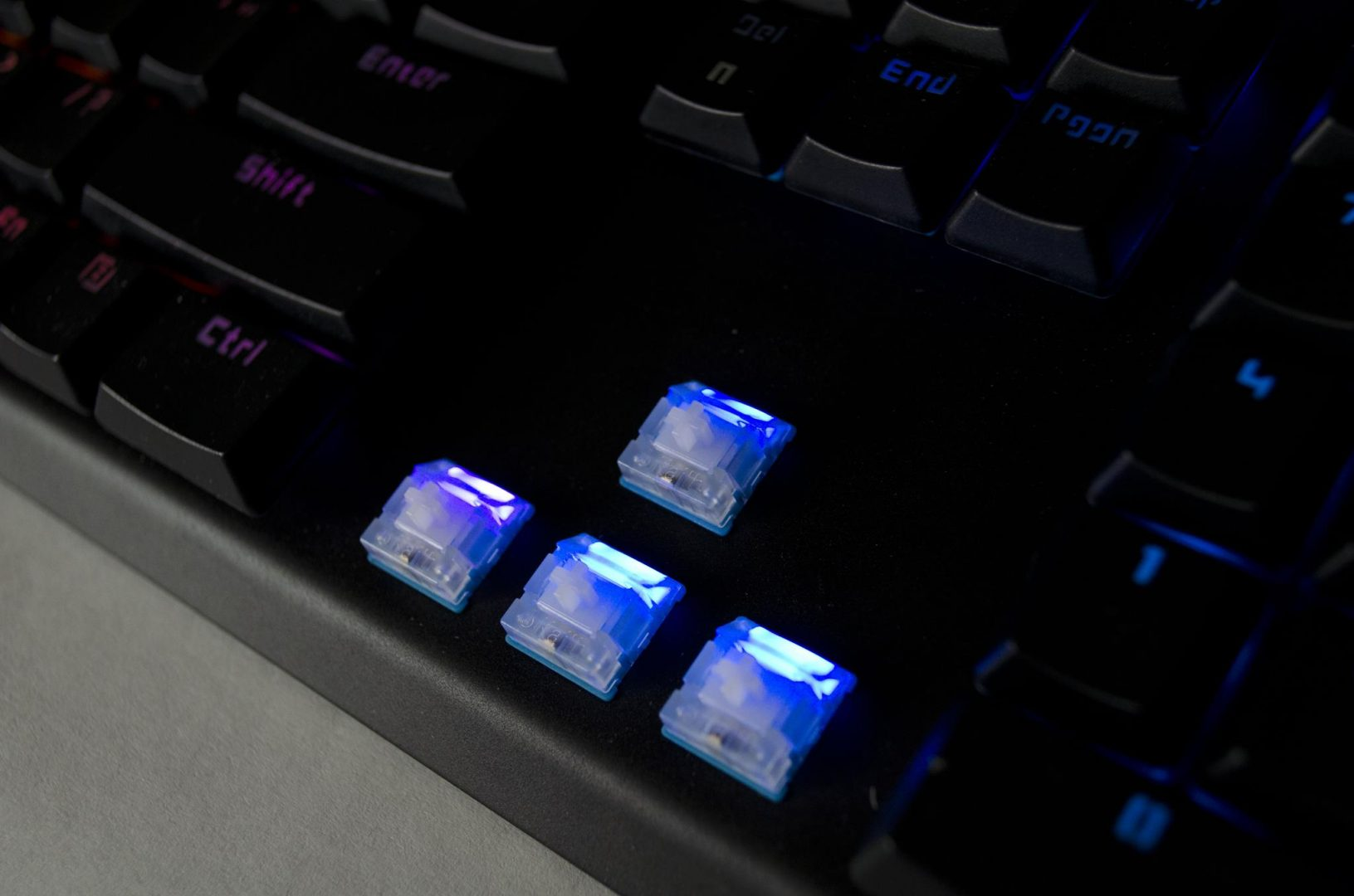 tesoro-gram-spectrum-rgm-gaming-mechanical-keyboard-review_1