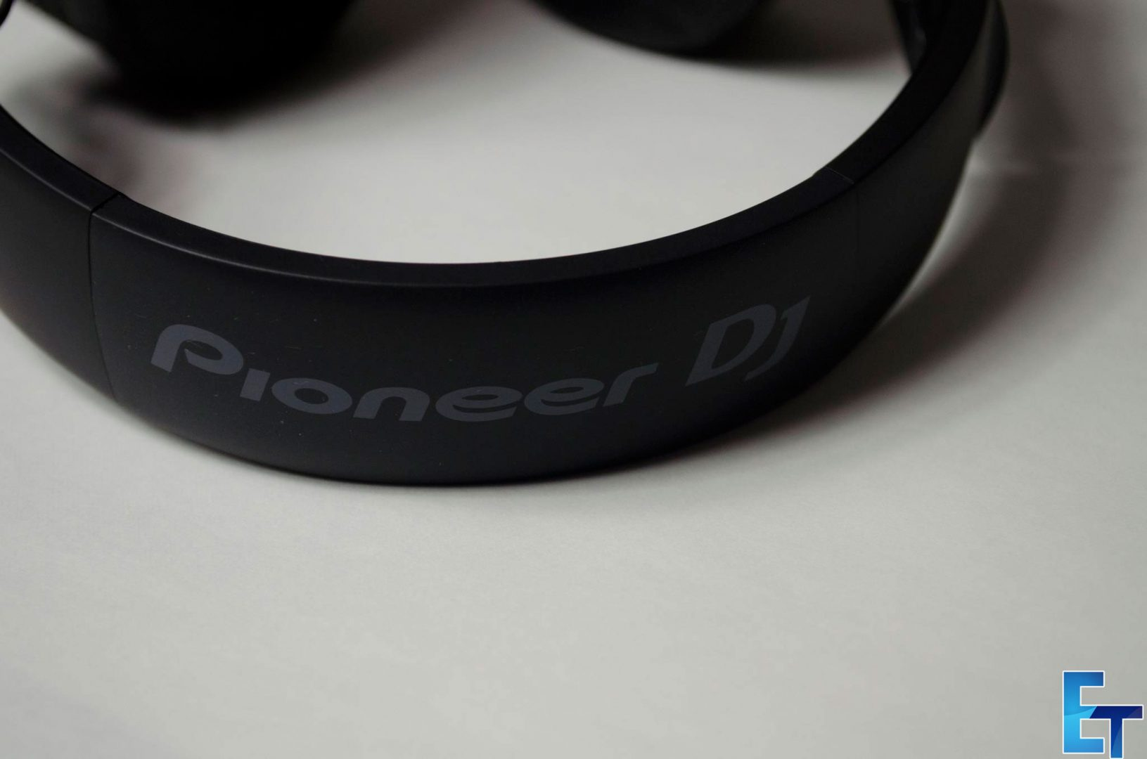 Pioneer-HDJ-700-Headphones-Review_9