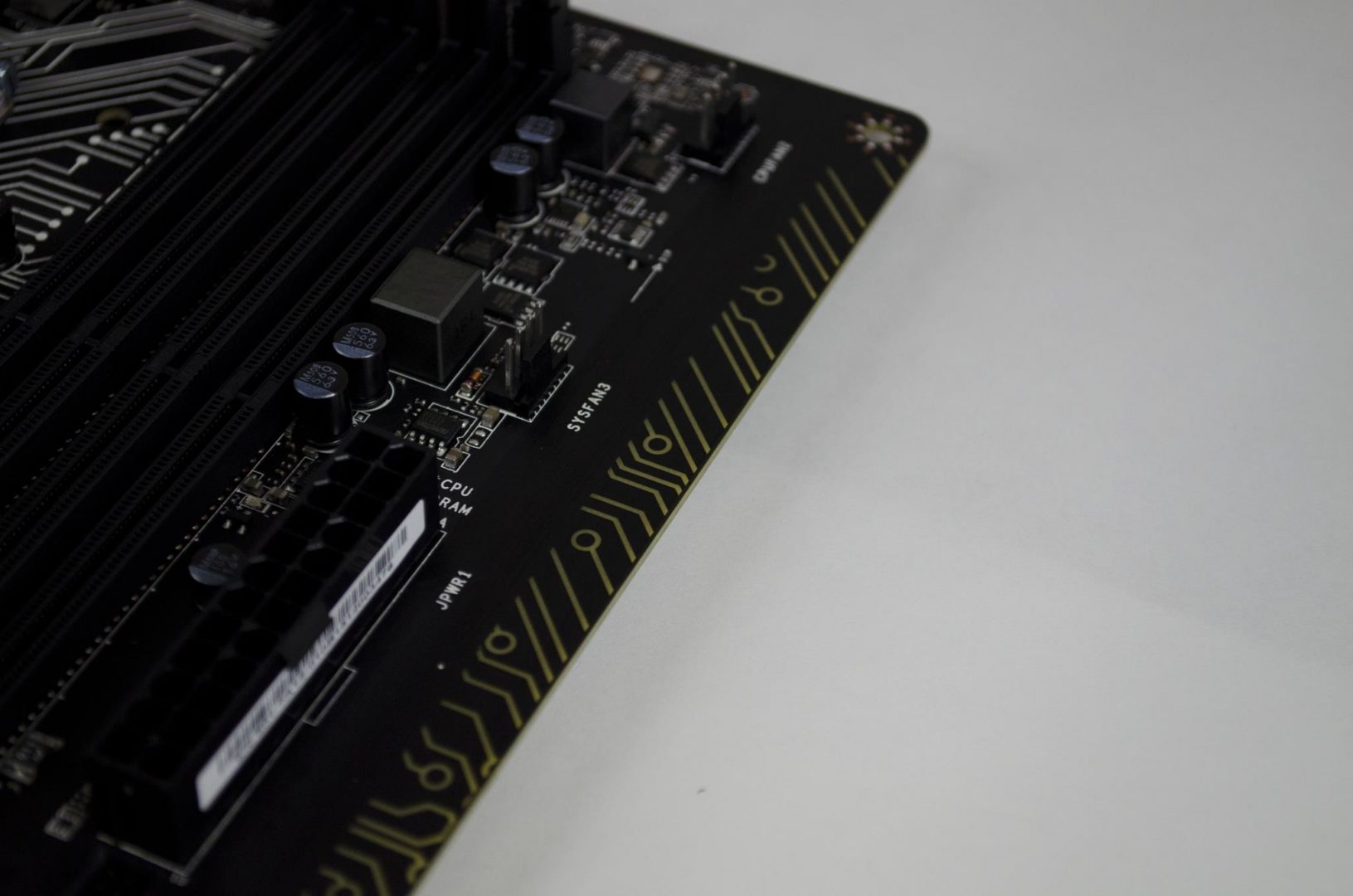 MSI Z170A Gaming Pro Carbon Motherboard Review_10