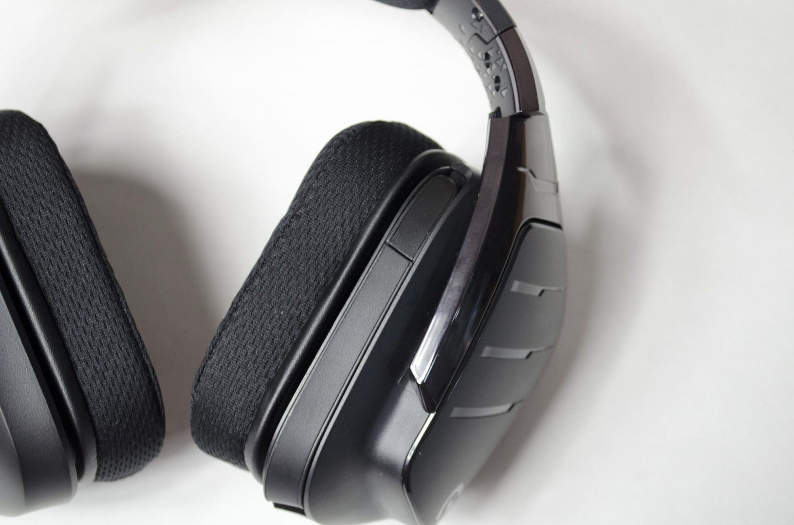 Logitech G633 artemis spectrum rgb 7.1 surround gaming headset review_11