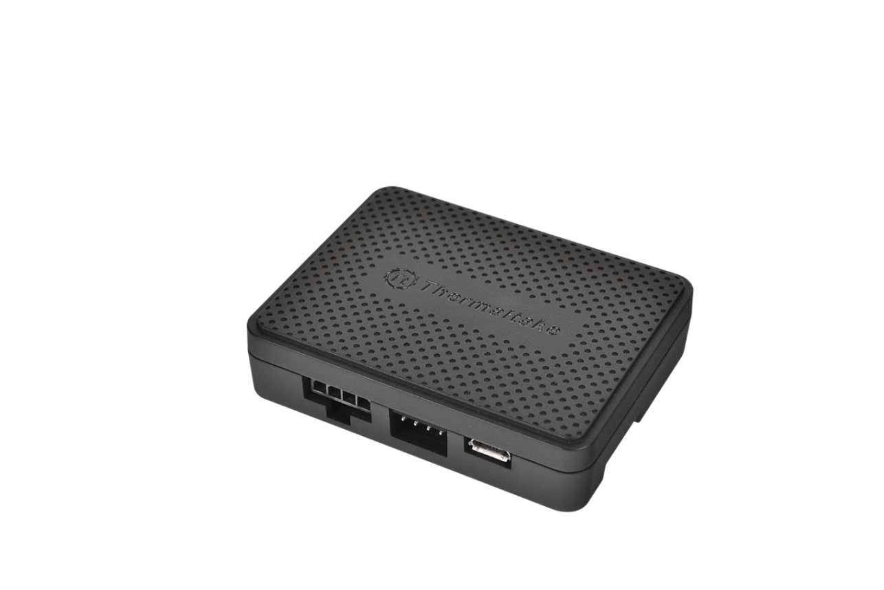 thermaltake-riing-led-rgb-radiator-fan-tt-premium-edition-has-a-self-contained-digital-fan-hub