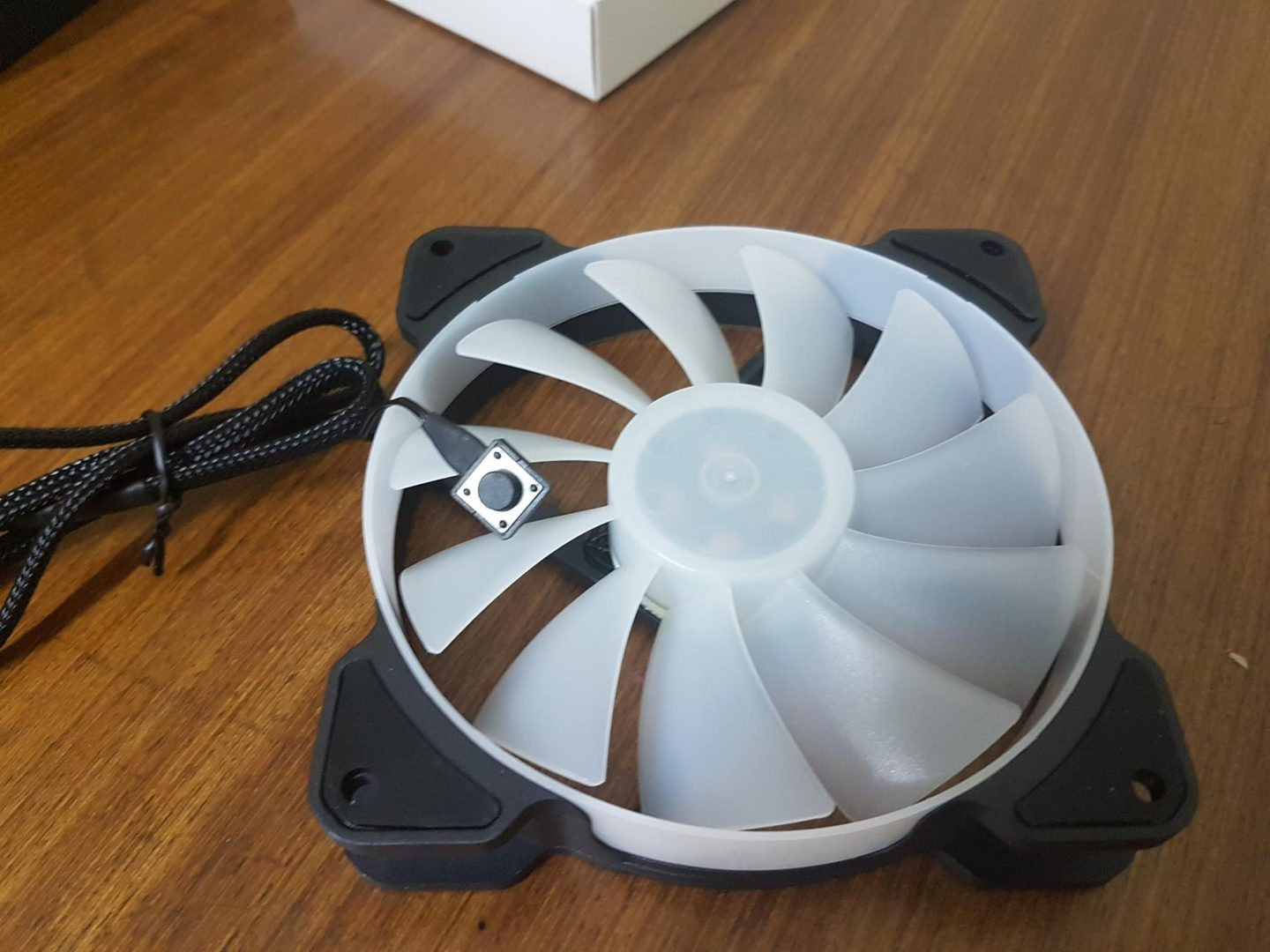 With Color Switch Button Quiet Case Fan PWM 400-1500RPM Reeven Kiran 120mm RGB LED Fan