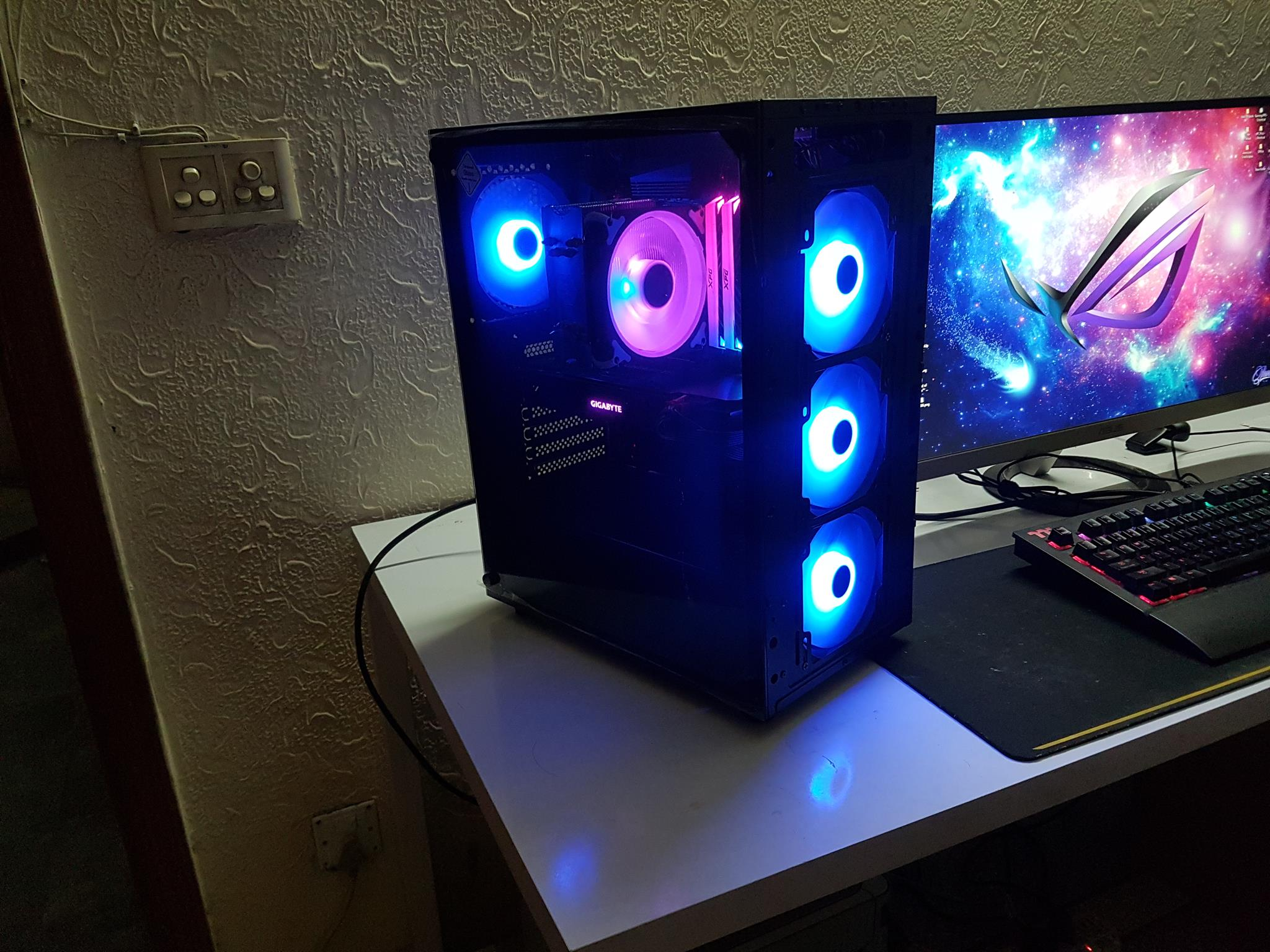SilverStone FARA B1 Lucid Rainbow Chassis Review